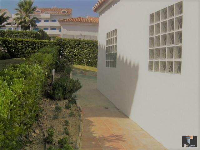 Chalet for sale in Urb. Los Carmenes  (La Duquesa), 298.500 €
